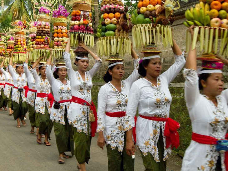 bali offering procession