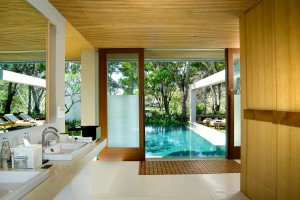 The bathroom of a Deluxe Single Pavilion at The Balé.