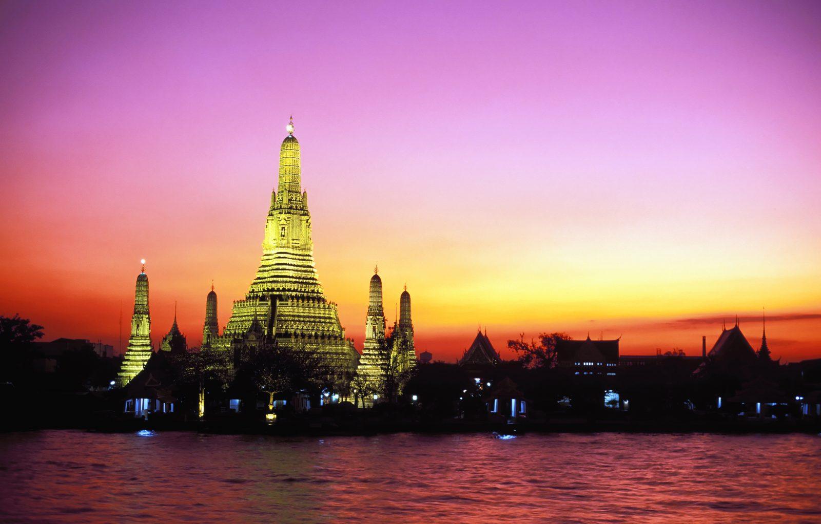 Wat Arun At Dusk Thinkingoftravel Com