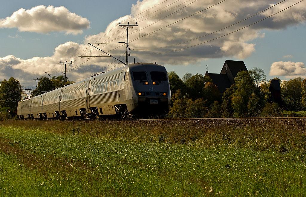 SJ2000 passing through Swedish countryside.