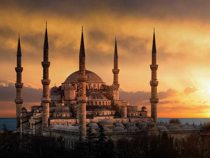 Blue Mosque in Istanbul at dusk.