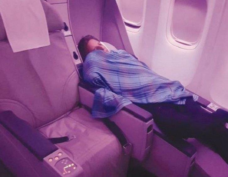 The sleeping PIA pilot who let a trainee handle the aircraft.